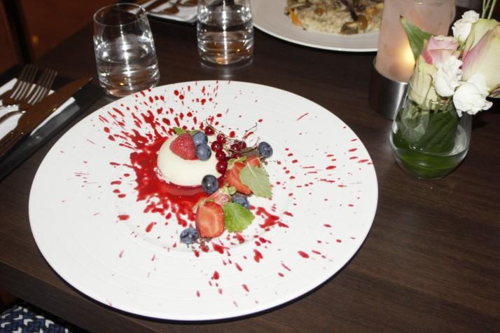Fagmedlemsmøte august 2016. Middag med dessert på Fristelse Cafe